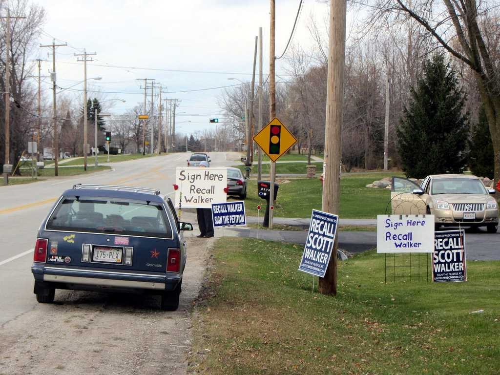 Recall Walker debates heat up as Democrats collect signatures