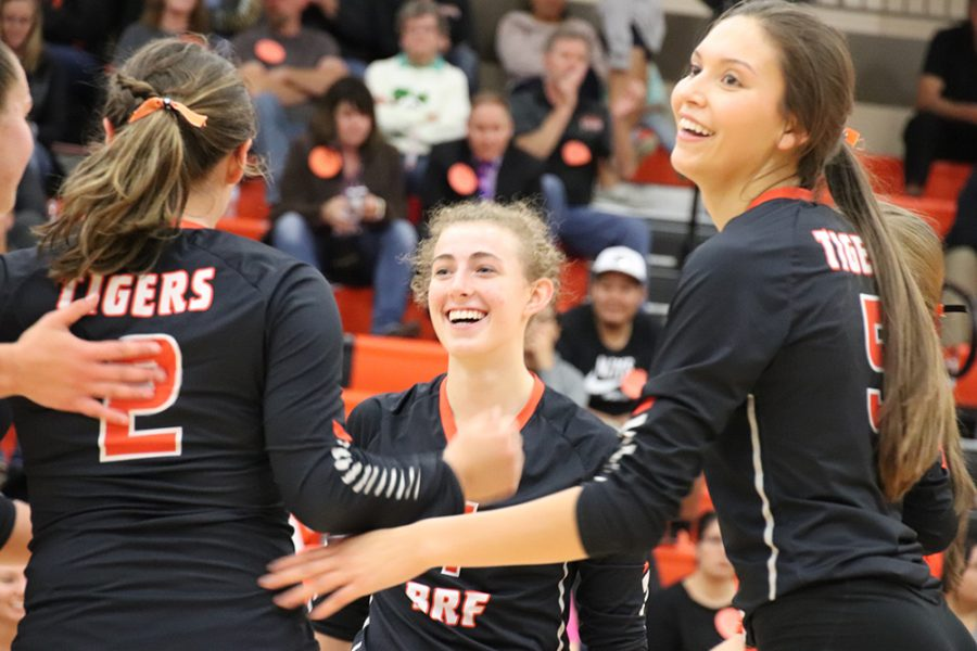Senior volleyball players get conference awards